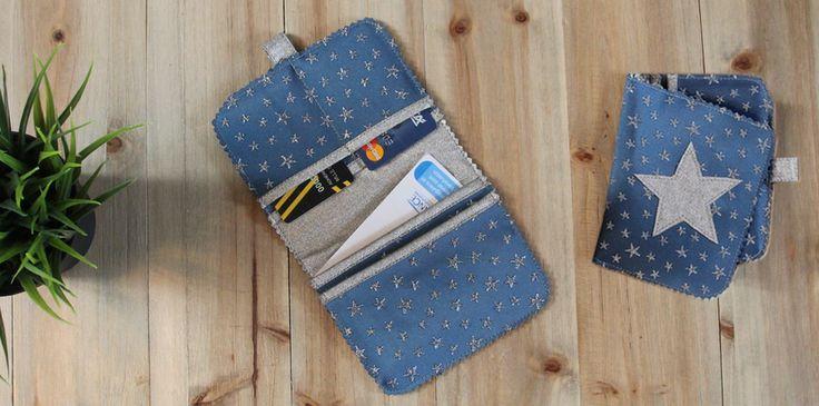 Idée cadeau de Noël : voici un tuto DIY pour créer un porte-cartes/portefeuille en simili cuir. Déclinez le dans toutes les couleurs de votre choix et offrez le à un être cher ! Un bon moyen de ne plus perdre aucune carte ni papier important !