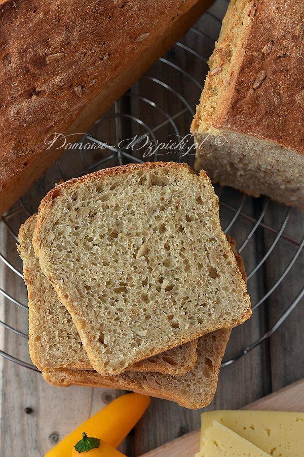 Przepis na chleb drożdżowy mojej babci. Jest to jedyny chleb, który piecze mój tata ;) Jest wilgotny, o sprężystym miąższu...