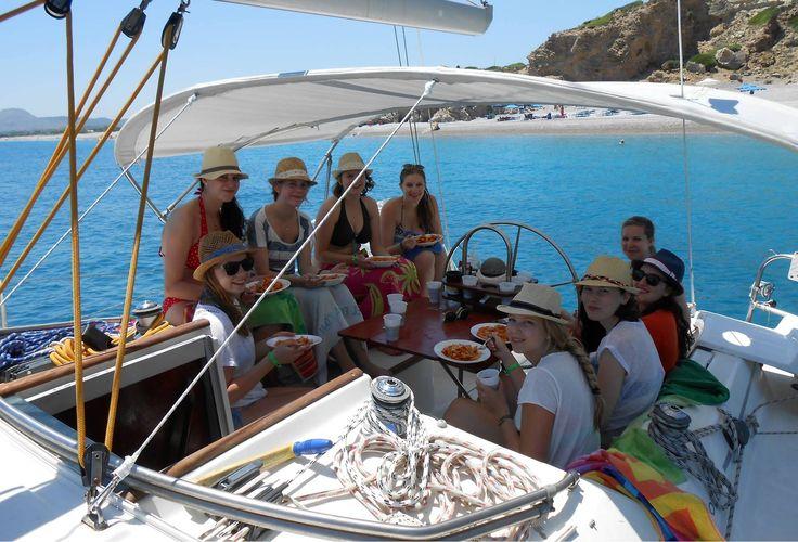 Dagje zeilen met je vrienden op Rhodos | One day sailing with your friends on Rhodes | Sail in Greece | sail-in-greece.net