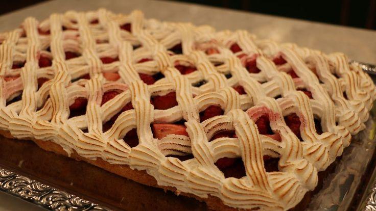 Kejserkage er en lækker dansk opskrift af Marianne Stagetorn – La Glace fra FRIs Bageri, se flere dessert og kage på mad.tv2.dk