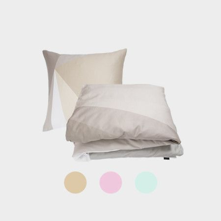 Triangles Bedlinen from PYTT Living available in three different colors with minimalistic print.