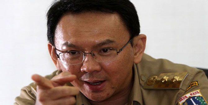 JAKARTA, (tubasmedia.com) – Plt Gubernur DKI Jakarta Basuki Tjahaja Purnama alias Ahok berani tampil beda dengan gebrakan-gebrakannya yang khas. Bahkan, mantan Bupati Belitung ini mengaku siap tidak populer dan siap berantem untuk memperjuangkan kebijakannya asalkan demi kebaikan warganya.
