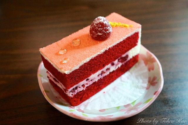 Red Velvet Cake @ Satura Cakes by Tohru にゃん, via Flickr