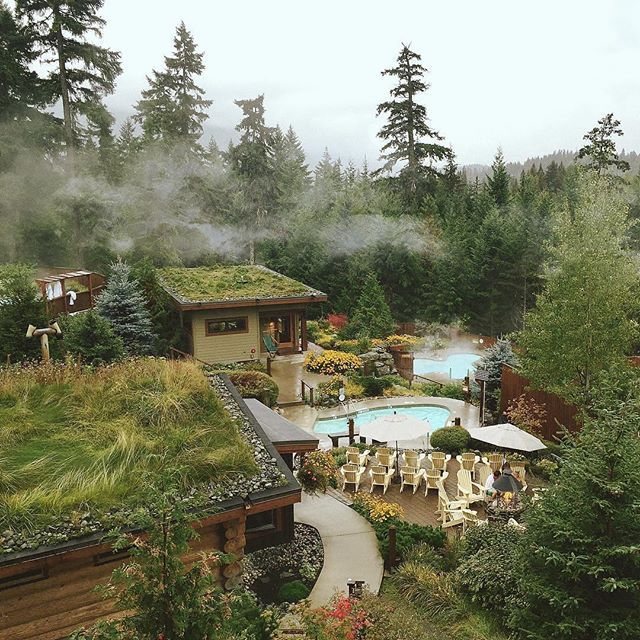 Scandinave Spa in Whistler offers hydrotherapy baths where visitors warm, cool, and relax their bodies in cycles. In addition to cleansing the body, the cycle also stimulates circulation and the release of endorphins.    Photo: @ziggylinklater via Instagram #exploreBC #explorecanada