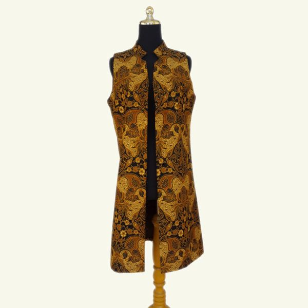 BAW015 Leslie Modern Batik Long Vest E  Rp 199.000,00  Modern batik long vest, warna batik solo yang elegan ini cocok dipadu padankan dengan warna natural dan kalem. Full lapisan tricot. Modern dan stylish.  LD : 96cm  Size : All Size  Pembelian lebih dari 6, harga grosir.  HP/WA: +62-858-5596-1498 Pin BB: 73F2A744 Line : batikdomka Instagram : batikdomka