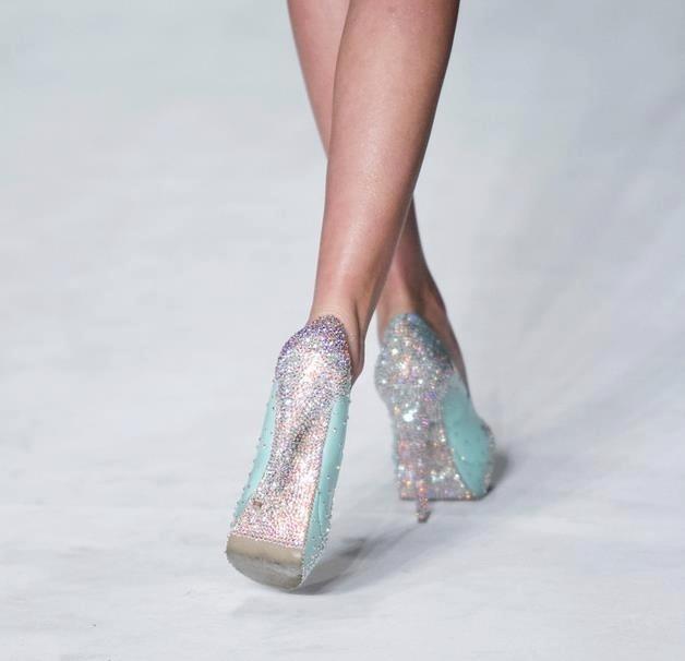 Espectaculares zapatos de novia o de invitada. Para noches brillantes!