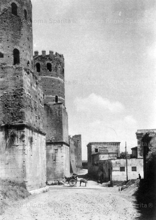 Porta San Sebastiano, carretto a vino. Anno: 1880