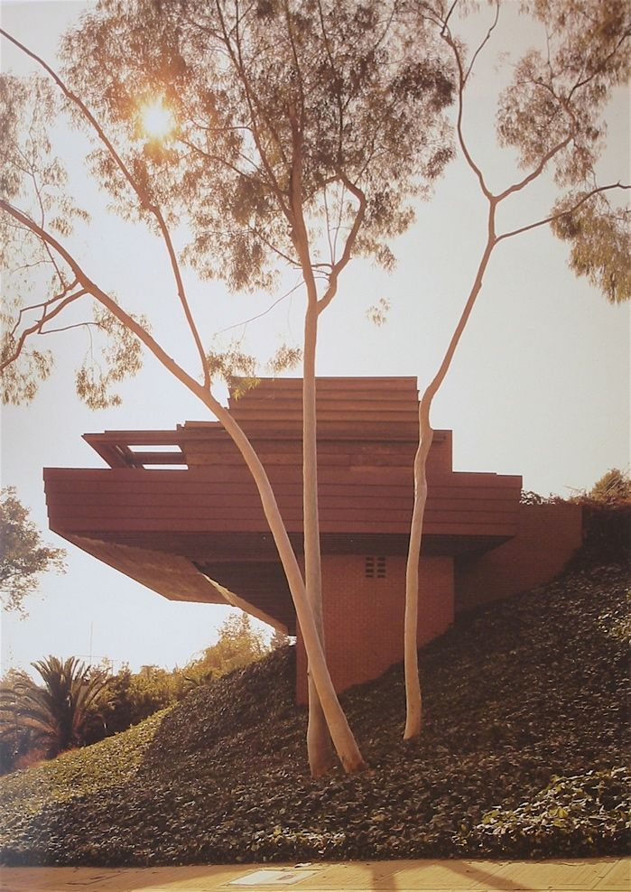 Sturges House. Frank Lloyd Wright. Usonian style. Brentwood, California, 1939 | Wright's Sturges' house and their relationship to nature