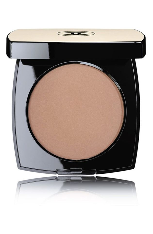 Jennifer Aniston wears Chanel Les Beiges Healthy Glow Sheer Colour SPF 15 in N50 as bronzer: http://rstyle.me/n/bjy3rqm6n