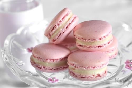 sparks of inspiration.Pink Macaroons, Pink Pink Pink, White Chocolates, Inspiration, Sweets, Pink Lemon, Food, Pinkpinkpink, Strawberries Macarons
