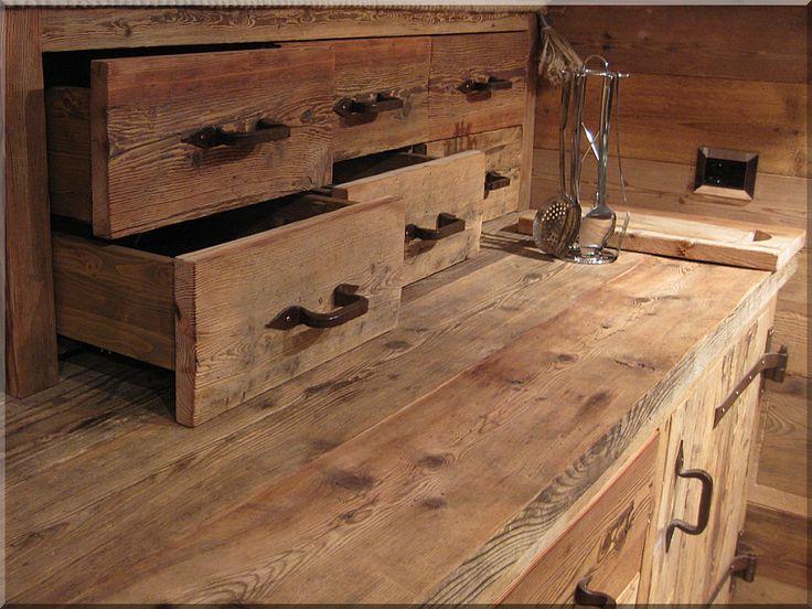 antikolt vörösfenyő fa bútor