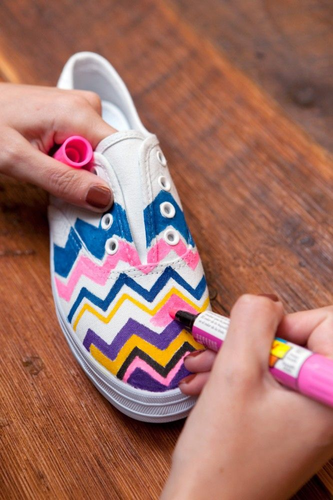 decorate plain white shoes for a pop of color
