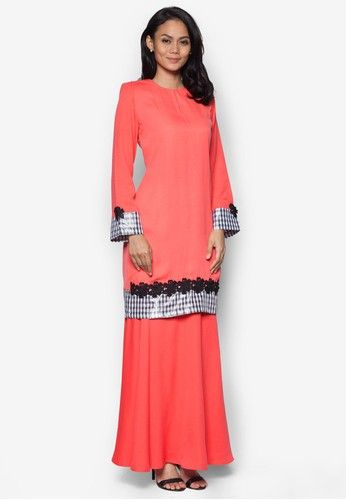 Baju Kurung Modern from Gene Martino in Pink When the occasion calls for traditional wear, then it is only apt to dress for the part. Gene Martino saves us the trouble of searching for the perfect baju kurung by crafting a fantastic one for us. Featuring an overall minimal design blessed wi... #bajukurung #bajukurungmoden