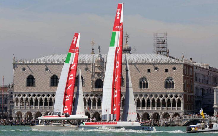I due AC45 di Luna Rossa, Piranha e  Swordfish, si allenano nelle acque di fronte al Palazzo Ducale di Venezia -Tutte le news sull'America's Cup
