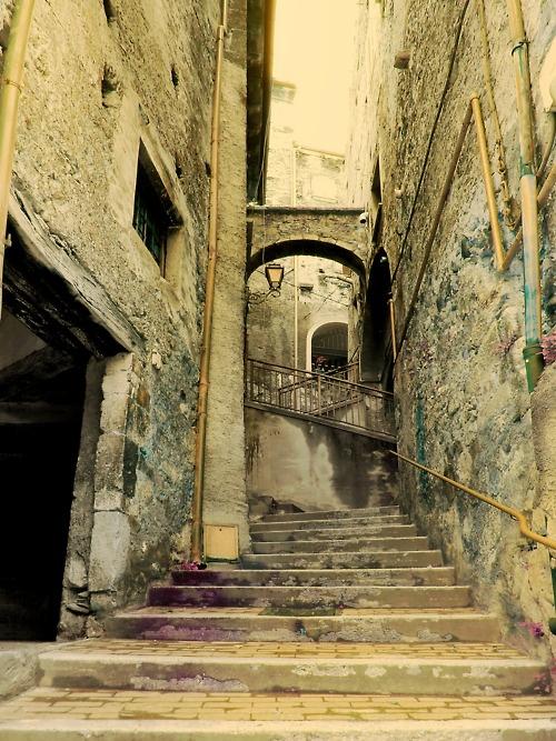 Pretoro, Italy    (Source: imofx, via myunreliablejournal)