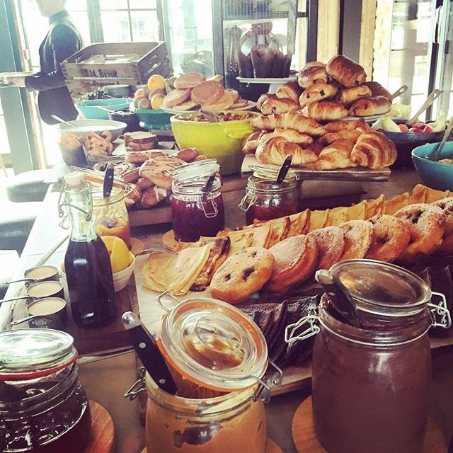 You can't beat a hotel all you can eat breakfast buffet #sohohouse #farmhouse #sweettooth #stuffed #foodie #foodblogger #yummy #tastytreat #pancakes #croissants #muffins #glutenfree #foodstagram #foodtravels #getinmybelly #allyoucaneat #oxford #alwaysonthemange #blondemanger #livefortreats #liveforsweets #screwdiets