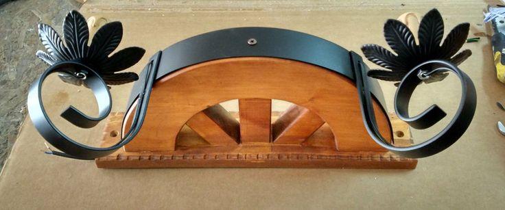 Applique rustico in ferro battuto e legno mod. ruota due luci E14 a candela