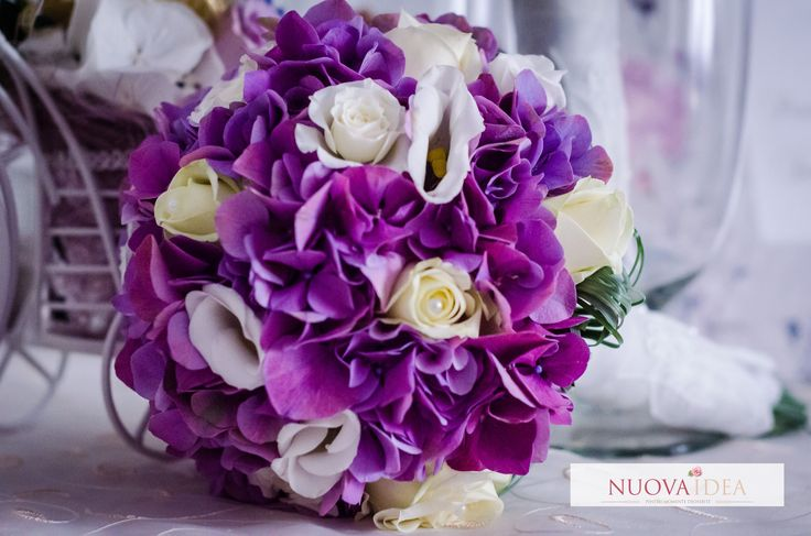 Un buchet de mireasă clasic, romantic și elegant - http://www.nuovaidea.ro/portfolio-view/buchet-clasic/