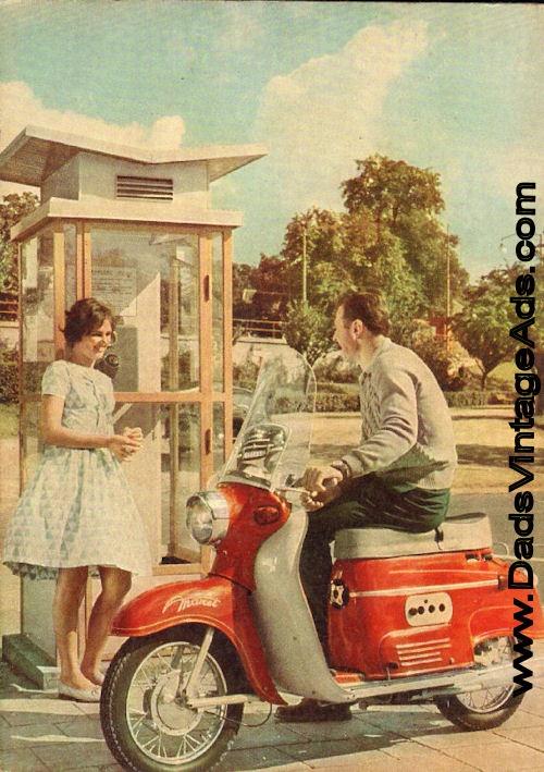 Reklamni foto skutru Manet z roku 1961. Foceno pred hlavni branou BVV.