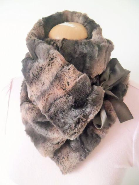 écharpe croisée en fausse fourrure marron : Echarpe, foulard, cravate par creations-d-un-jour