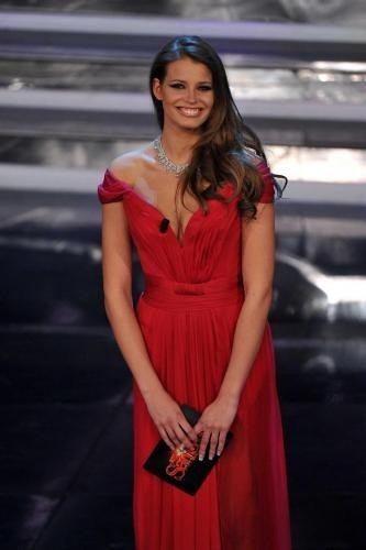 Sanremo 2012 Ivana Mrazova in Alberta Ferretti