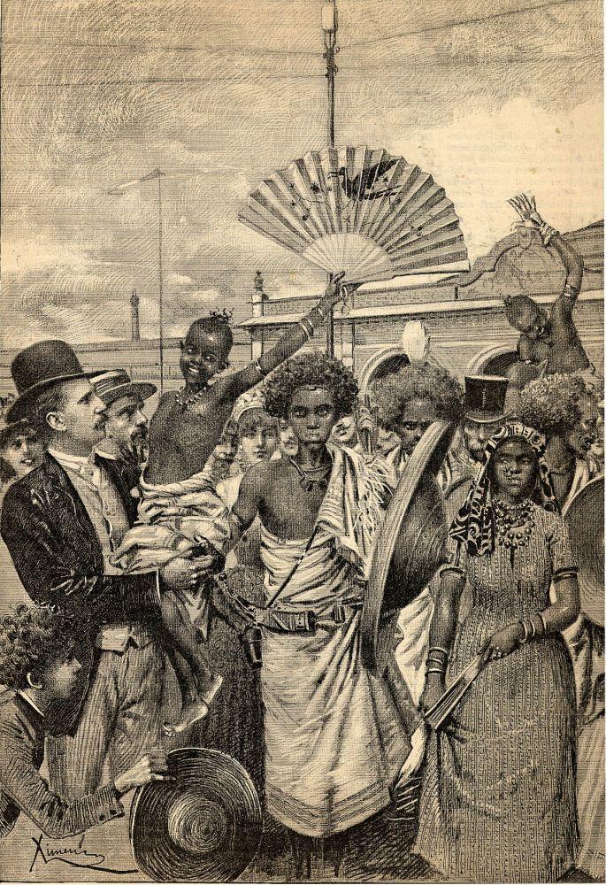 Gli Assabesi all'Esposizione di Torino 1884, disegno di Ettore Ximenes.  Per loro era stato allestito un recinto all'interno del campo dell'Esposizione con l'intento, da parte degli organizzatori, di usarli come attrazione, con grande sdegno da parte degli ospiti. La baia di Assab, sul Mar Rosso, era stata acquistata dalla società di navigazione Rubattino tra il 1869 ed il 1870 e ceduta al governo italiano nel luglio dell'82.