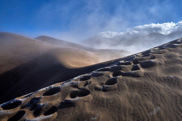 W_von_S posted a photo:  I took this image in the Great Sand Dunes National Park in Colorado. If you zoom in and see all the footprints in the dunes you can get an impression of the dimensions...  Ich habe dieses Bild im Great Sand Dunes Nationalpark in Colorado aufgenommen. Wenn ihr reinzoomt und euch die vielen Fußspuren in den Dünen anschaut, dann bekommt ihr einen Eindruck von der Dimension...