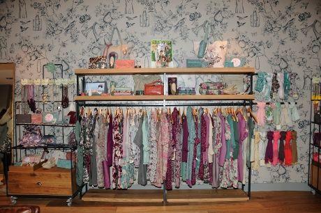 10 best images about decoraci n de tienda on pinterest for Decoracion de almacenes de ropa