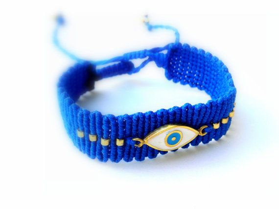 Check out this item in my Etsy shop https://www.etsy.com/listing/211670967/grecian-eye-macrame-bracelet-blue