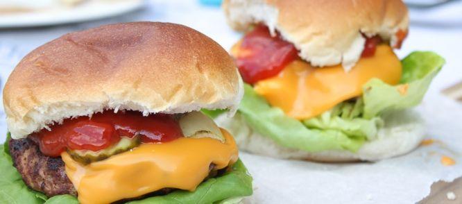 Zelfgemaakte Amerikaanse BBQ Hamburgers recept | Smulweb.nl