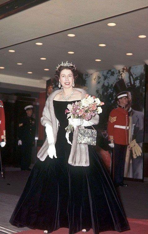Young Queen Elizabeth 1 Dress Best 25+ Young queen e...