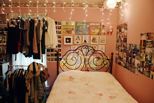 ...it looks so niceeBuckets Lists, Dorm Room, Pictures Collage, Girls Room, Christmas Lights, Room Ideas, Small Spaces, Bedrooms Decor, Princesses Room