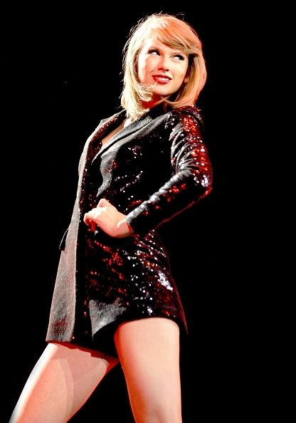 Taylor Swift Aims For A Bigger Booty To Keep Calvin Harris? Her Boyfriend Is Into Toned Girls - Youth Health Magzine