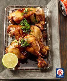 Kippenboutjes uit de oven, langzaam gaar gestoofd in colasaus.