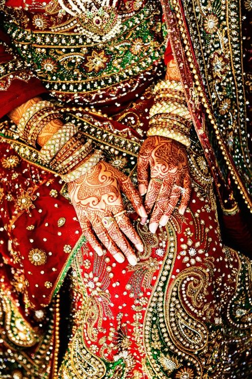 Indian bride with mehndi. Visit www.yourdreamshaadi.co.uk for more information & advice to plan your perfect #asianwedding! #mehndi