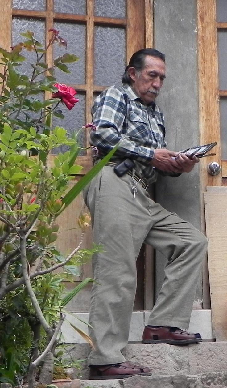 Oscar  Luis Cuadros Velasco, nació en 1948, en Arequipa, Perú