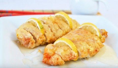 Курица с лимоном в китайском стиле. Необходимые ингредиенты Куриная грудка – 2 шт Яйцо – 2 шт Соль, перец – по вкусу Кукурузный крахмал – для панировки Масло подсолнечное – для жарки Лимон – 2 шт Яблочный уксус – 80 г Холодная вода – …