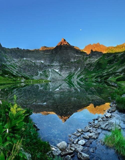 Wouln´t this be a perfect place for hiking? High Tatras #Slovakia
