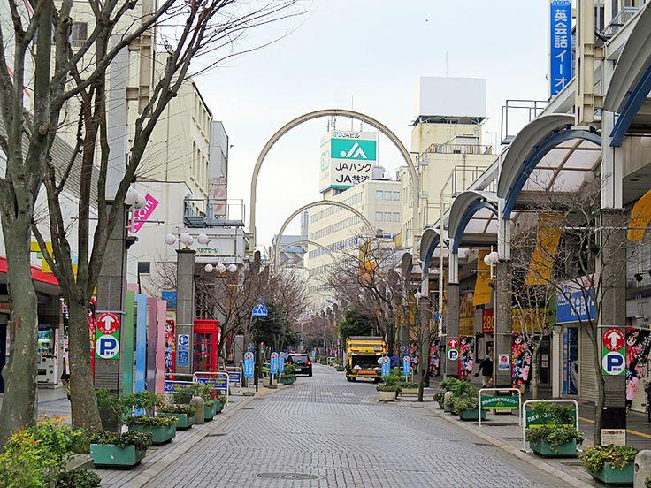2014年1月28日(火) おはようございます!今日の朝散歩も吉野家さんの朝定食で〆。今朝も冷えが厳しく、手袋を忘れて出たことを後悔...。写真はベルデモール加古川。まもなく、大規模な駅前開発が始まります。ドーナツ化現象?と思うほど、人も商店も減った加古川駅前。少しは賑やかになるのかな?見慣れた景色が失われることもあり、期待半分、不安半分。。。  それでは、今日も皆様にとって良い1日になりますように(^^ 【加古川・藤井質店】http://www.pawn-fujii.jp/