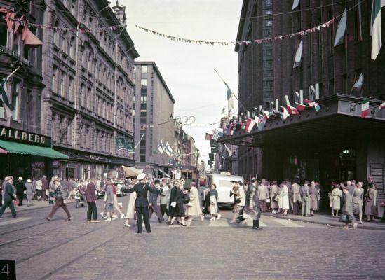 Hgin_olympialaiset_1952_juhlaliputus_Stockmann_Hgin_kaupunginmuseo_Olymia-kuva_Oy