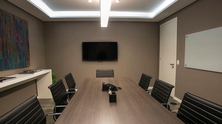 Sala de reuniões para 6 pessoas - Amatuzzi Advogados