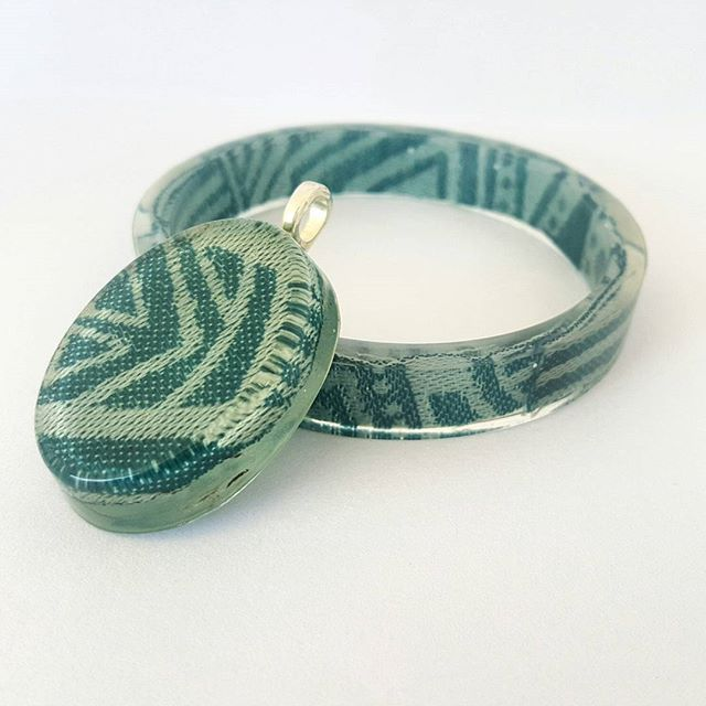 #wrapscrapandresin bangle made with eco resin and #ankalia #sambasky  This is a thinner bangle at only 1cm high for those who dont like chunky jewellery  #wrapscrapjewellery #wrapscrapconversion #wrapscrapbangle #wearallthewraps #wearallthebabies #madeinadelaide #handcraftedwithlove