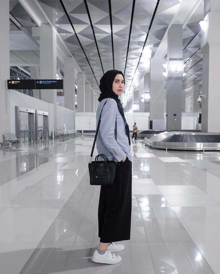 "2,257 mentions J'aime, 12 commentaires - Rani Hatta (@ranihatta) sur Instagram: ""Hati2 kalau foto di sini, nanti ketabrak pesawat """