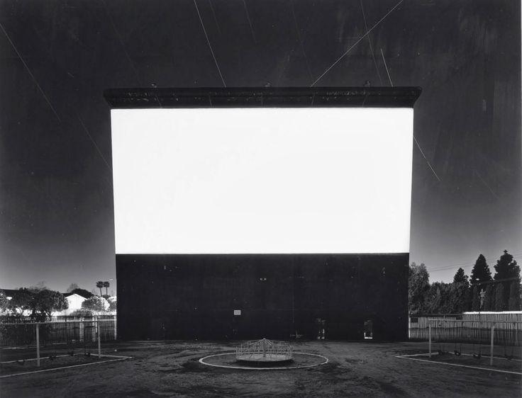 Una serie fascinante de uno de mis fotógrafos favoritos: Hiroshi Sugimoto 杉本博司. Theaters