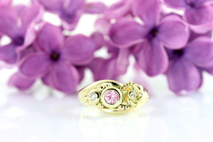 #beautiful #wedding #ring #goldring #pink #sapphire #handmade #jewelry #copenhagen #engagement #engagementrings #gettingmarried #love #gallericastens #flowers #purpleflowers #wedding #weddingplanning  #fairytales  #fairytalejewelry #walkingdowntheaisle #weddingjewelry #custommade http://gallericastens.dk/gallery.php?type=c&lang=uk&id=8