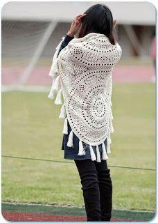 Tina's handicraft : crochet shawl with mandalas doilies