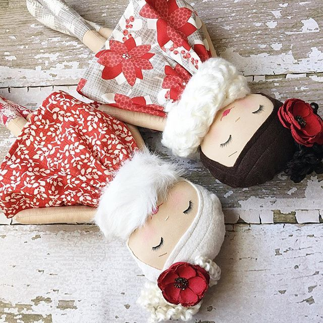 Another set of curly-haired beauties by SpunCandy Handmade Dolls ❤️ Such a great holiday pair ❤️ #winterberrylanecollection #christmasdolls #spuncandydolls #handmadedoll #clothdoll #etsyshop #availablesaturday