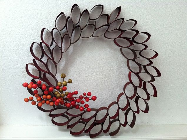 DIY Holiday Wreaths - iVillage