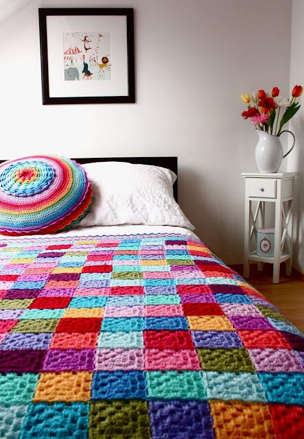 Such a pretty take on the Granny Square blanket (hm, perhaps *this* is what I can do with my tons of leftover yarn!)