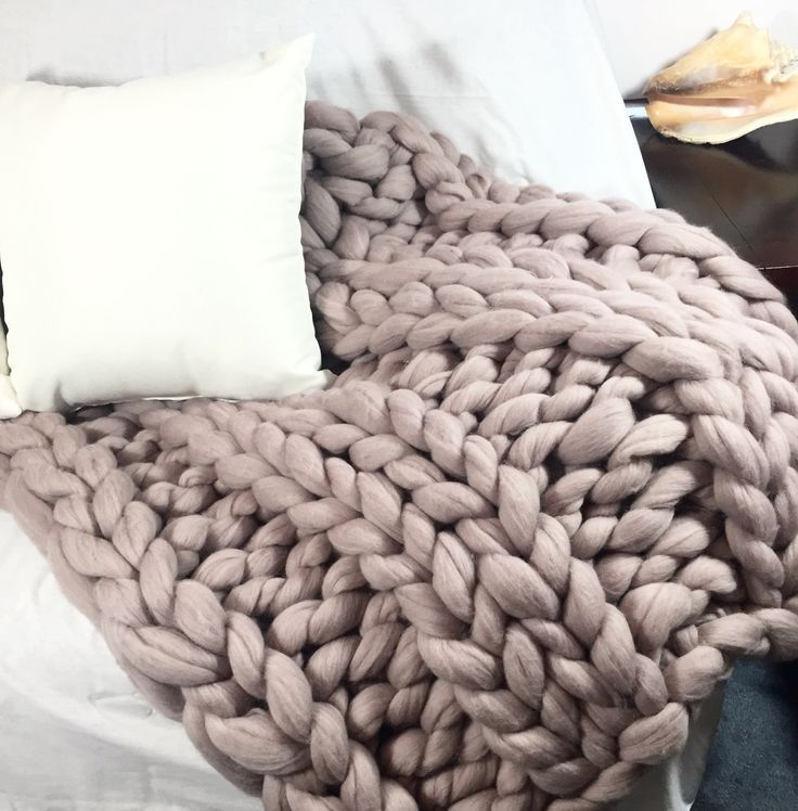 This gorgeous super chunky knit blanket made from 100% Australian Merino wool in ribbing pattern It will be a great gift for you or your loved one. It will bring some chic to any room of your house Co